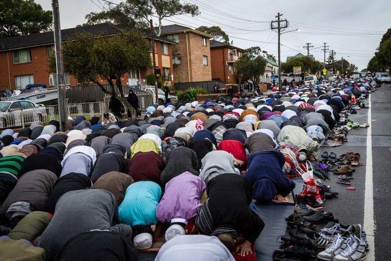 Muslims praying lakemba